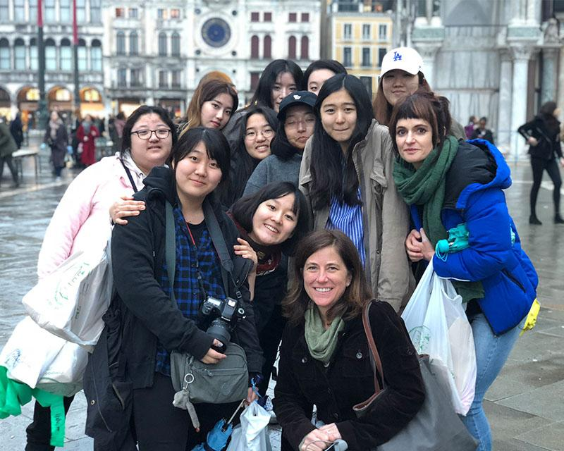 Students visit the marvels of Italy