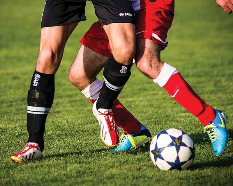 Football fans frantic over dual retirement