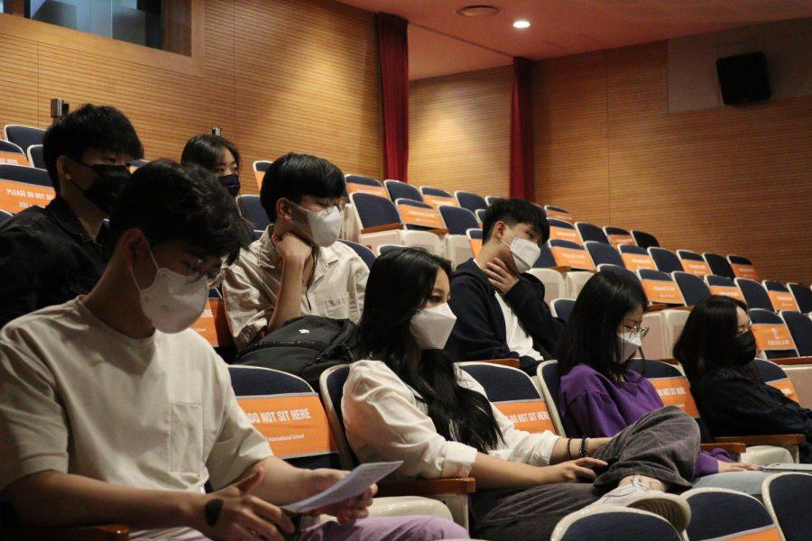 AP Lit students attend Khaled Hosseini's author talk